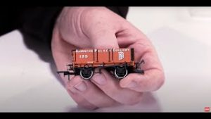 How to weather a model railway wagon