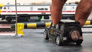 MINIATURE RAILWAY LEVEL CROSSING OF INDIAN RAILWAY || CENTY TOY TRAIN & DIECAST