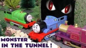 Thomas & Friends Monster In The Tunnel Toy Trains Story with Dinosaurs for kids TT4U