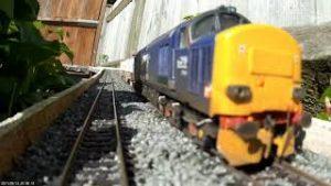 FILMING MODEL TRAINS RUNNING  USING A DASHCAM DOLLY CAMERA