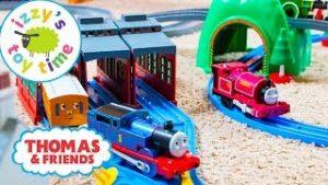 Thomas and Friends   Thomas Train TOMY Trackmaster Giant Motorized Playset   Fun Toy Trains