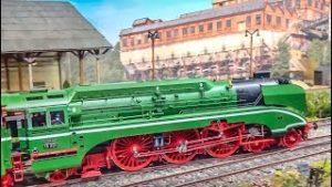 FANTASTIC detailed model railway trains in HUGE 1/32 scale!
