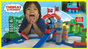 Ryan plays THOMAS AND FRIENDS MEGA BLOKS Cranky Toy Trains Playset
